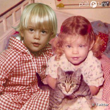 Ils ont publié sur Twitter une photo d'eux, enfants, et en ont profité pour annoncer eux-mêmes la grossesse de Fergie sur Twitter.