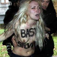 Silvio Berlusconi : des seins nus pour protester contre il Cavaliere