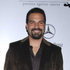 Ricardo Chavira : l'ex Carlos de Desperate Housewives adopté par Welcome To The Family