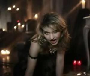 Amandine Bourgeois dans le clip de L'Enfer et Moi