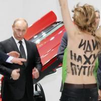 Poutine fan des seins nus des Femen