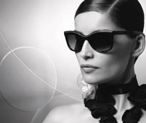 Laetitia Casta, en lunettes de soleil Chanel printemps-été 2013