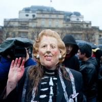 "Mort de Margaret Thatcher : des centaines d'opposants fêtent la ""Thatcher Death Party"""