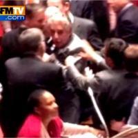 Mariage pour tous : début de bagarre générale à l'Assemblée nationale