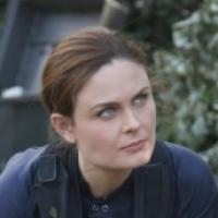 Bones saison 8 : Brennan prête à tout pour sauver Booth dans le final (SPOILER)