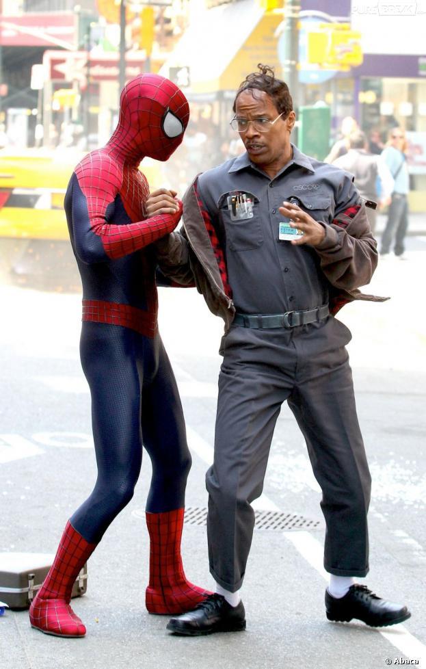 Peter Parker sauve Jamie Foxx dans The Amazing Spider-Man 2