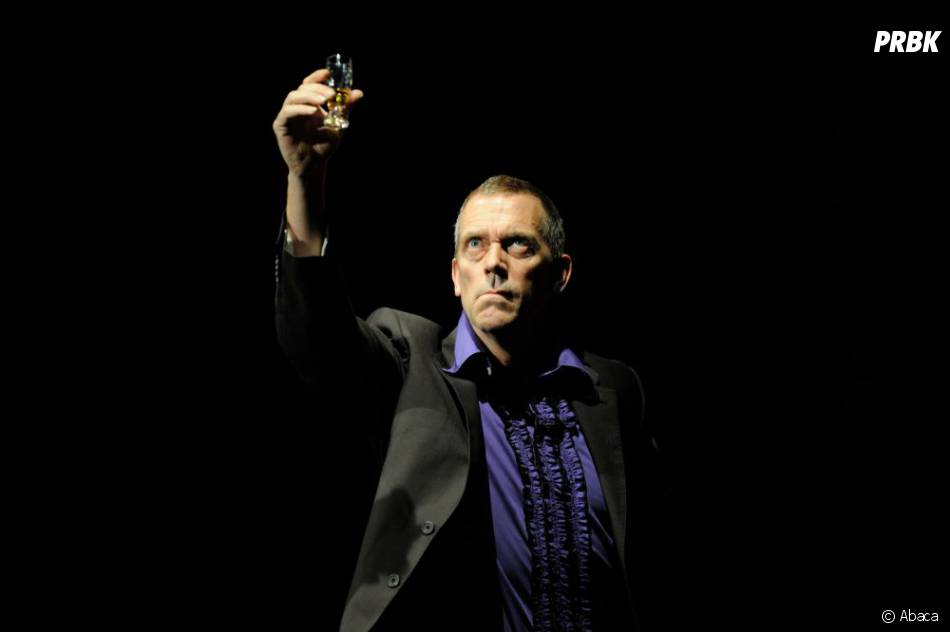 Hugh Laurie concentré sur sa musique