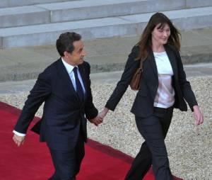 Carla Bruni et Nicolas Sarkozy, devant l'Elysée en mai 2012