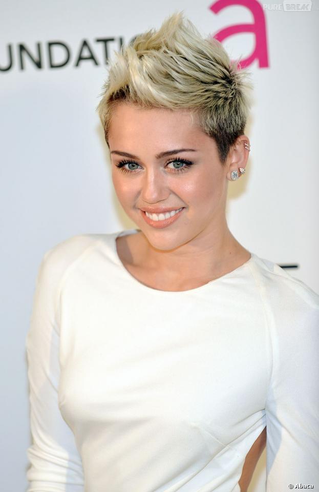Miley Cyrus annonce qu'elle est numéro 1 de la Hot List de Maxim