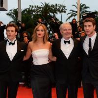 Jennifer Lawrence, Liam Hemsworth, Sam Claflin : une montée des marches en noir et blanc pour Cannes 2013