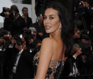 L'actrice Megan Gale en robe transparente noire