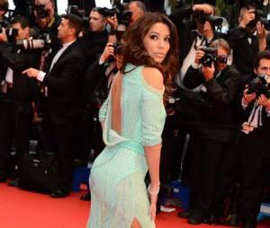 Eva Longoria dans une robe fendue très moulante