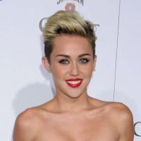 """Miley Cyrus simple pote avec Justin Bieber et toujours avec Liam Hemsworth ? """"Je suis fiancée !"""""""
