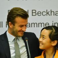 David Beckham en Chine : avalanche de sourires, même pour Victoria