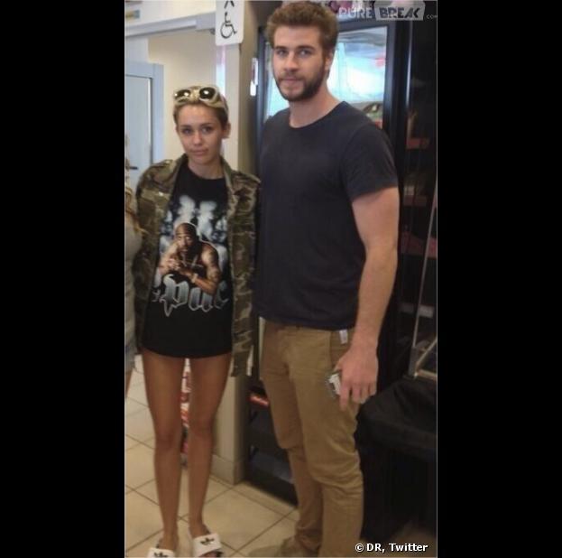 Miley Cyrus sans pantalon mais avec LIam Hemsworth au Canada en juillet 2013