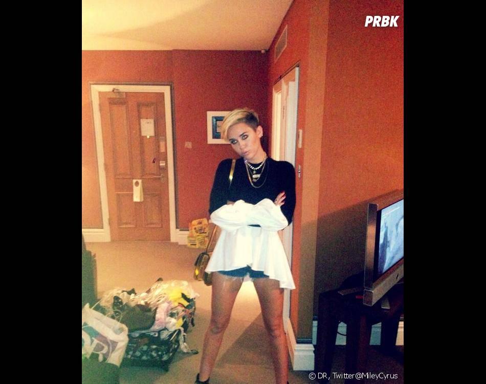 Miley Cyrus pose nue pour Marc Jacobs contre le cancer de la peau.