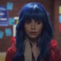 Lily Collins : alien aux cheveux bleus dans le clip 'Claudia Lewis' de M83