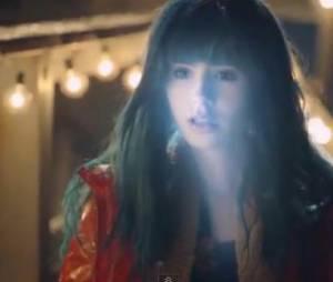 Lily Collins en alien aux cheveux bleus dans le clip de M83, Claudia Lewis