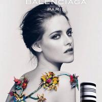 Kristen Stewart : sexy et topless pour Balenciaga