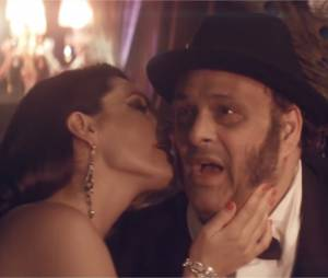 Lawson : Kelly Brook dans le clip de Juliet