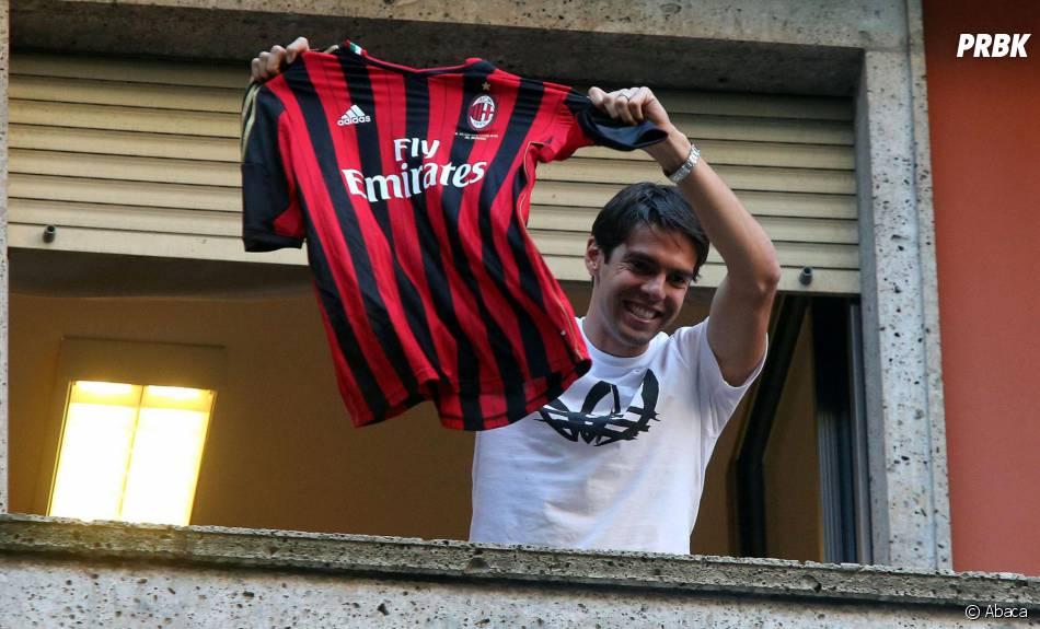 Kaka salue les supporters du Milan AC, le 2 septembre 2013
