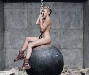 Miley Cyrus nue dans le clip de Wrecking Ball