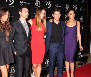 Nick Jonas, ses frères et Olivia Culpo au XS Nightclub de Las Vegas