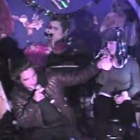 Robert Pattinson et Katy Perry ivres pendant une soirée karaoké