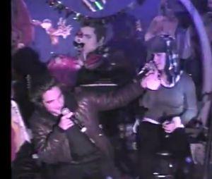 Robert Pattinson et Katy Perry chantent ivres dans un karaoké