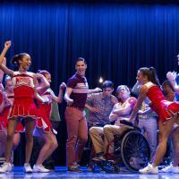 Glee saison 5, épisode 5 : ambiance festive et Adam Lambert sur les photos