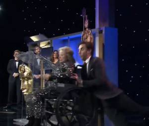 """Sacha Baron Cohen : """"Borat"""" tue par erreur une veille dame en chaise roulante aux Britannia Awards 2013"""