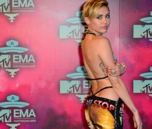 Miley Cyrus sur le tapis rouge des MTV EMA 2013 à Amsterdam, le 10 novembre 2013