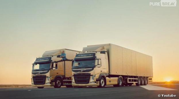 Jean-Claude Van Damme en grand écart entre deux camions pour Volvo