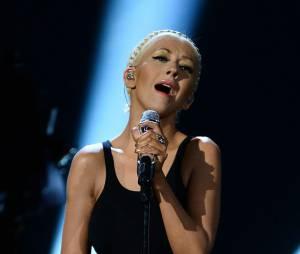 Christina Aguilera affiche sa perte de poids sur la scène des AMA 2013
