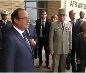 """François Hollande : """"il est où, l'avion ?"""", sa question insolite à Sarkozy"""