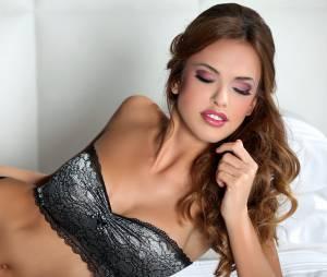 Vanessa Lawrens en bombe fatale pour la marque de lingerie Bomb Girl