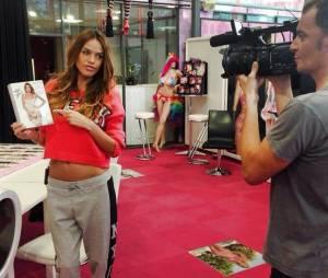 Vanessa Lawrens en égérie sexy pour la marque de lingerie Bomb Girl