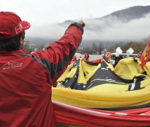 Michael Schumacher : les fans de Ferrari devant le CHU de Grenoble, le 3 janvier 2014