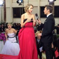 Jennifer Lawrence : photobomb de Taylor Swfit et robe parodiée aux Golden Globes 2014