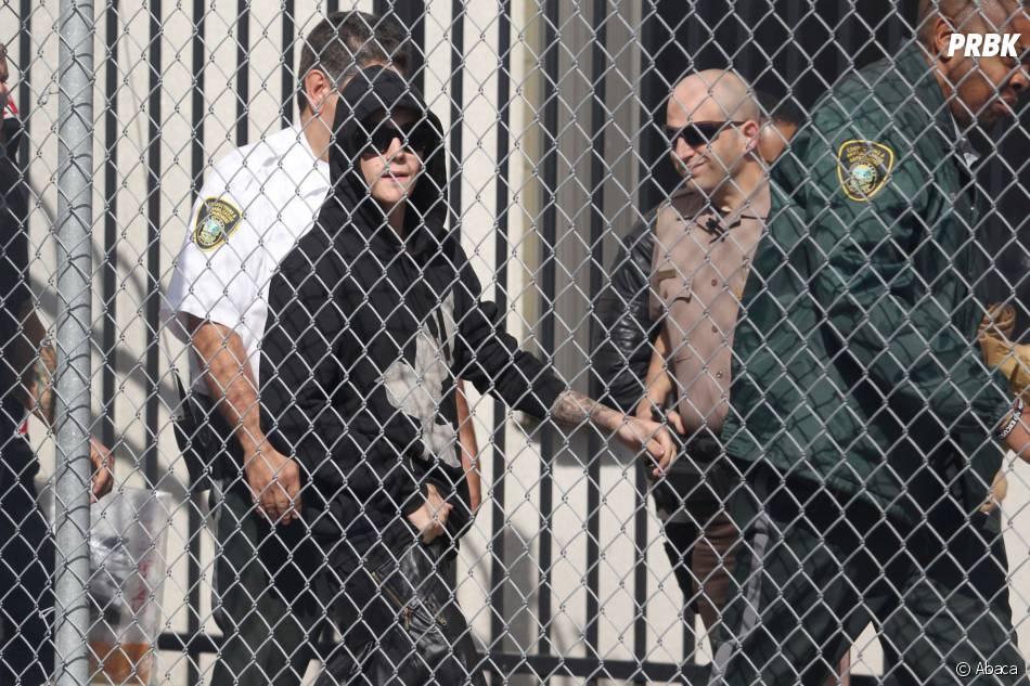 Justin Bieber sort de garde à vue après avoir été arrêté par la police dans la nuit du 23 janvier 2014