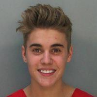 Justin Bieber : le communiqué de Proactiv après son mugshot boutonneux