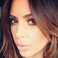 Kim Kardashian brune sur Instagram, adieu la bimbo blonde