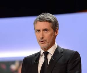 Antoine de Caunes a succédé à Michel Denisot à la tête du Grand Journal