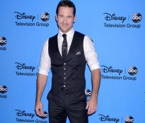 Barry Sloane jouera dans le pilote de The Visitors pour ABC