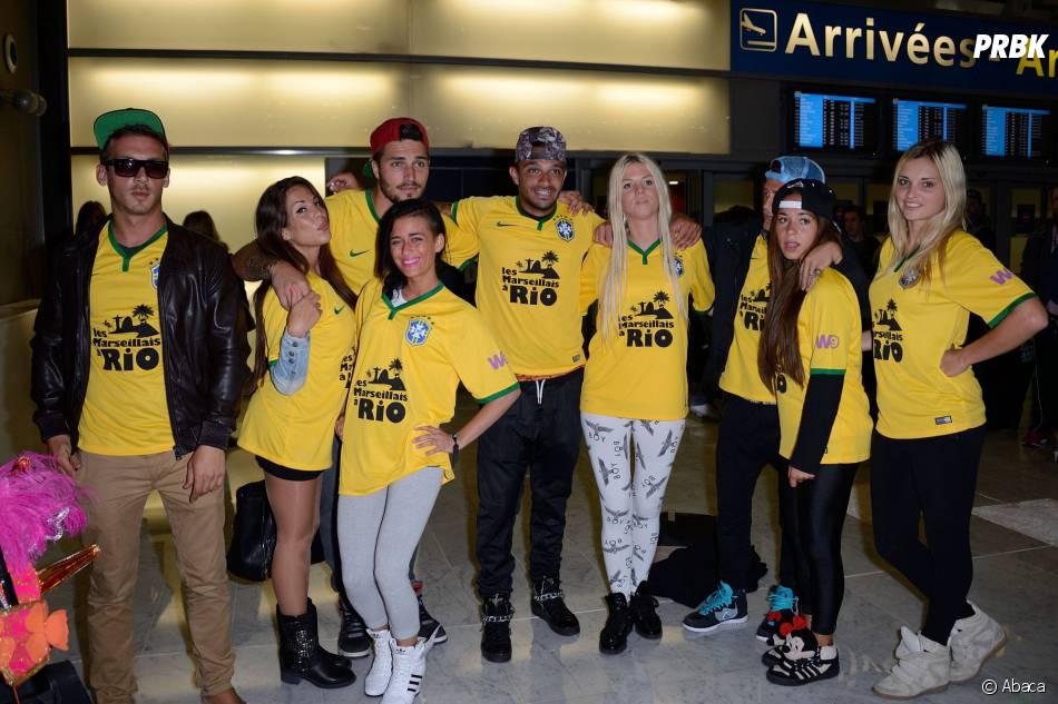 Les Marseillais à Rio : les candidats prennent la pose à l'aéroport Charles-de-Gaulle le 6 mars 2014