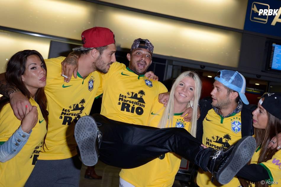 Les Marseillais à Rio : Julien fait le pître à l'aéroport Charles-de-Gaulle, le 6 mars 2014