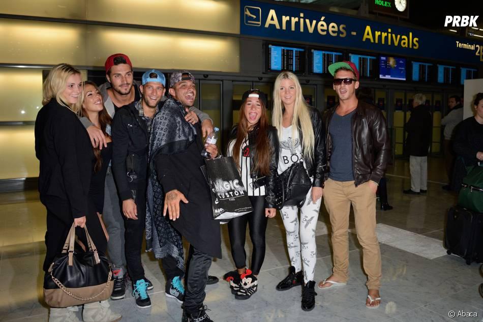 Les Marseillais à Rio : les candidats décontractés à l'aéroport Charles-de-Gaulle, le 6 mars 2014