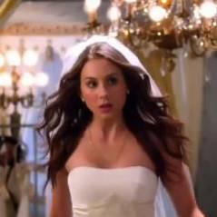 Pretty Little Liars saison 4, épisode 23 : robes de mariée et retours mystérieux