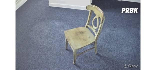 Chaise et plumeau