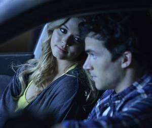 Pretty Little Liars saison 4, épisode 24 : Ian Harding et Sasha Pieterse dans un flashback